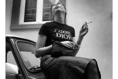 Lee rauchend