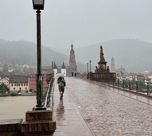 Heidelberg Alte Brücke im Regen